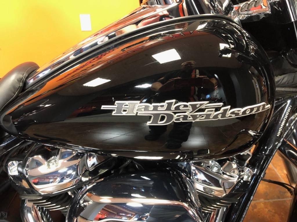 2017 Harley-Davidson Street Glide® Special in Delano, Minnesota