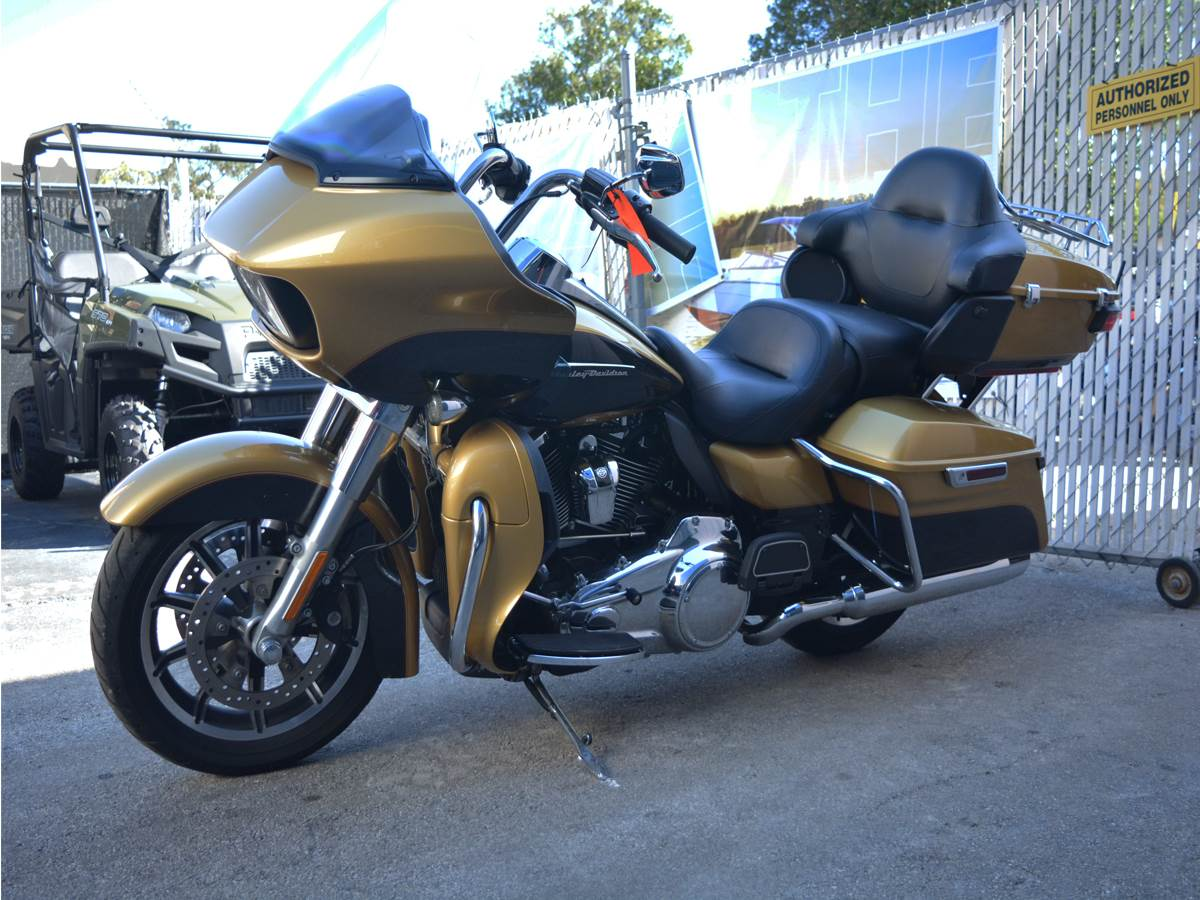 2017 Harley-Davidson Road Glide® Ultra in Clearwater, Florida - Photo 4