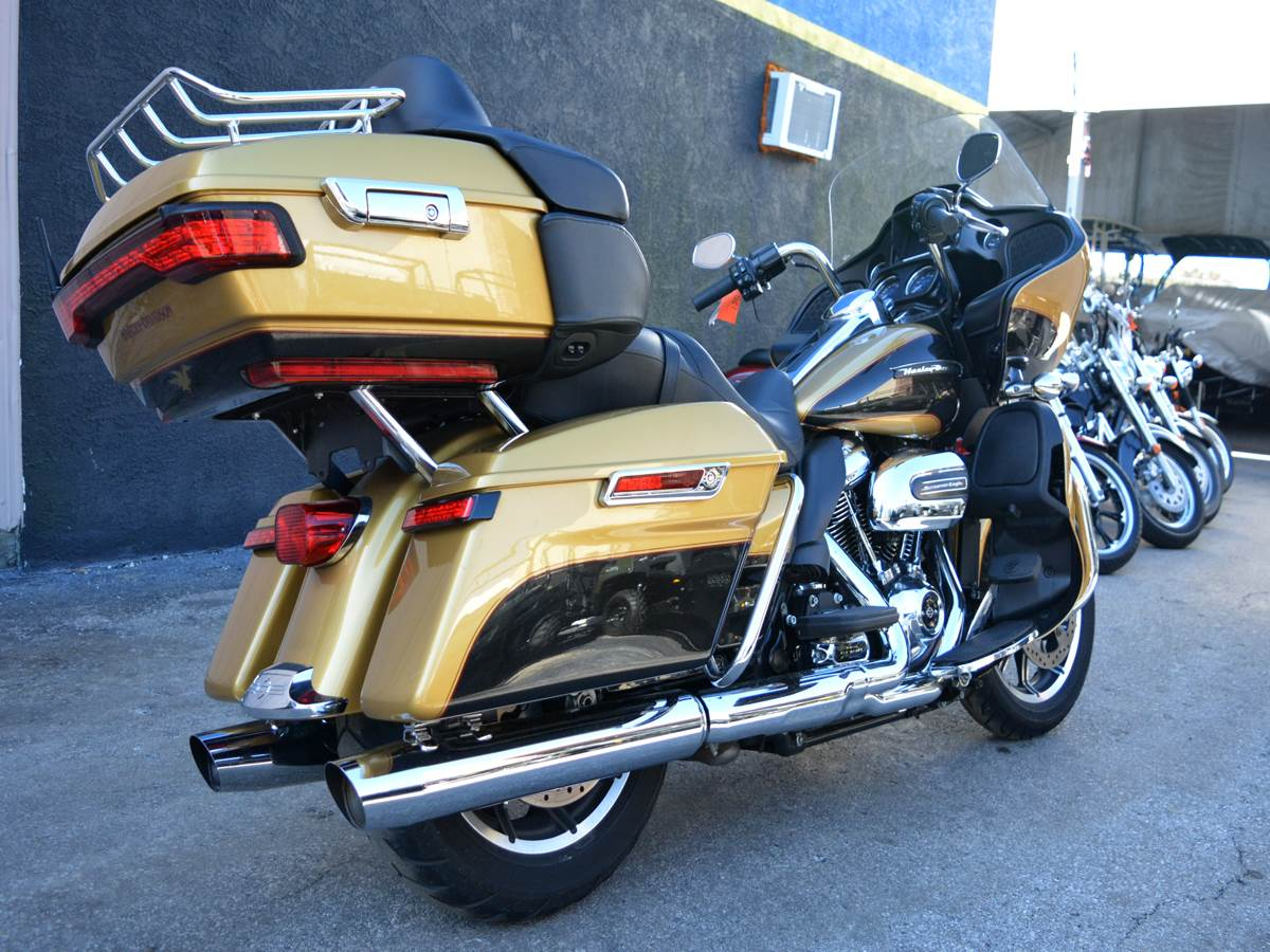 2017 Harley-Davidson Road Glide® Ultra in Clearwater, Florida - Photo 8