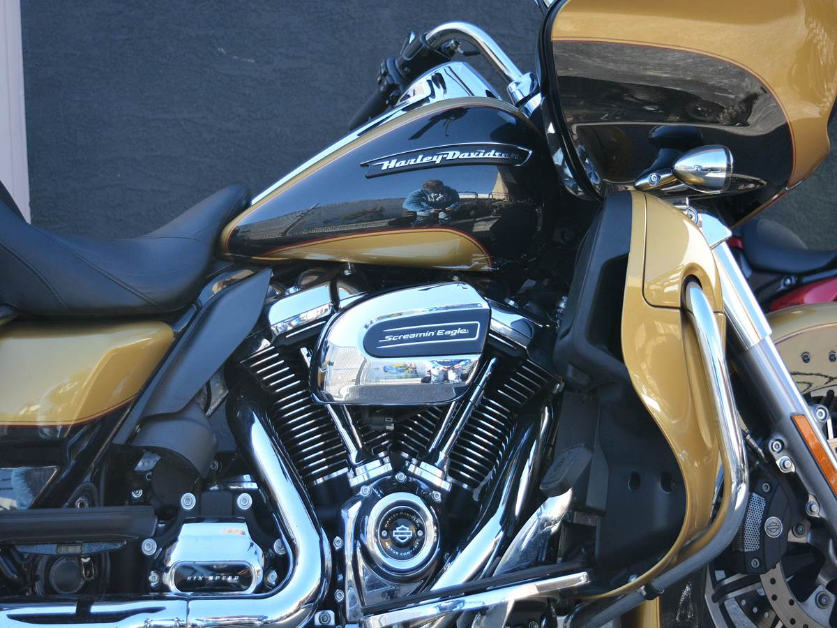2017 Harley-Davidson Road Glide® Ultra in Clearwater, Florida - Photo 9