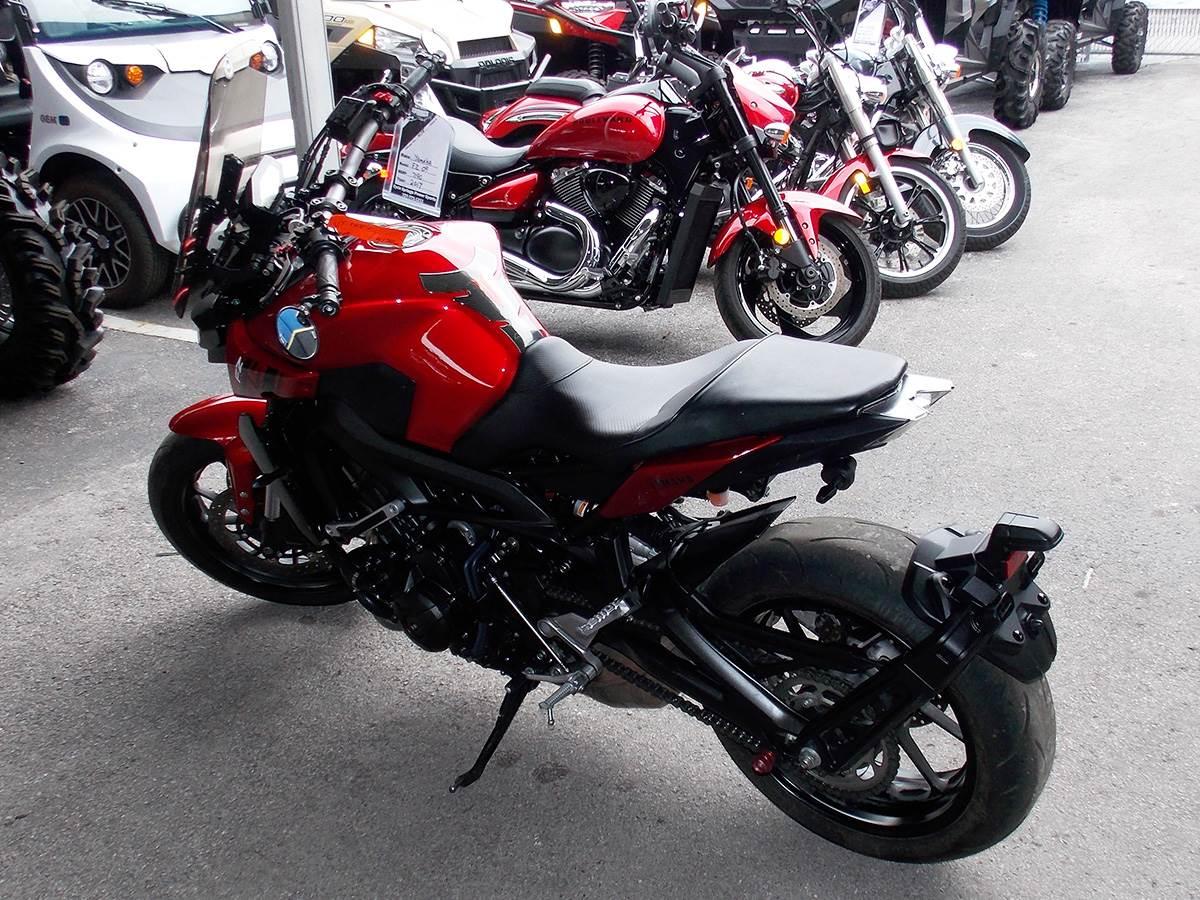 2017 Yamaha FZ-09 8