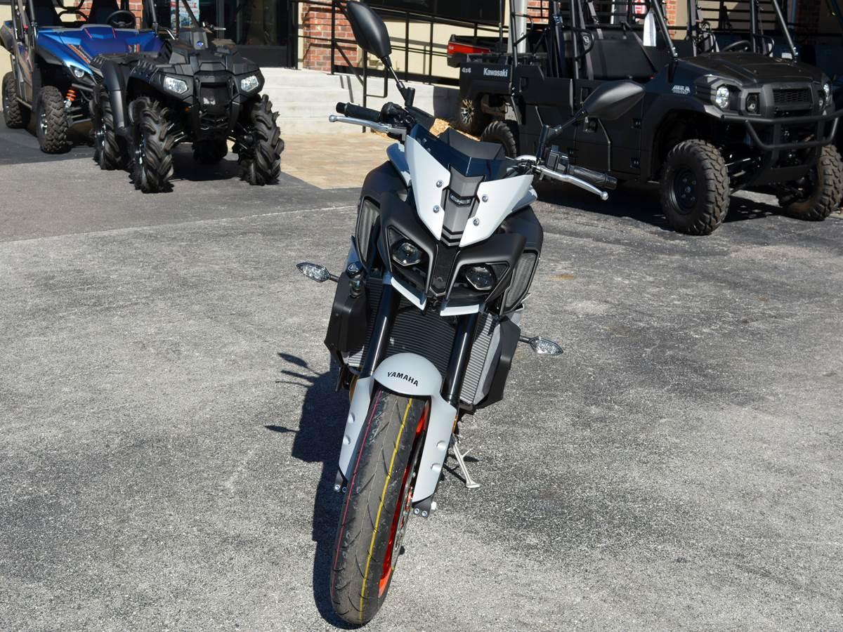 2019 Yamaha MT-10 9