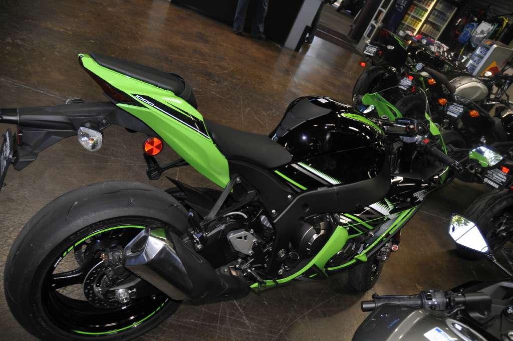 2016 Kawasaki Ninja ZX-10R in Roseville, California