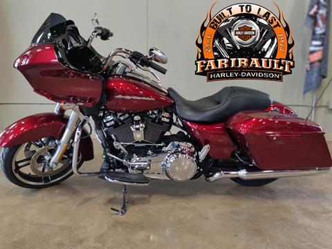 2017 Harley-Davidson Road Glide® Special in Faribault, Minnesota - Photo 2