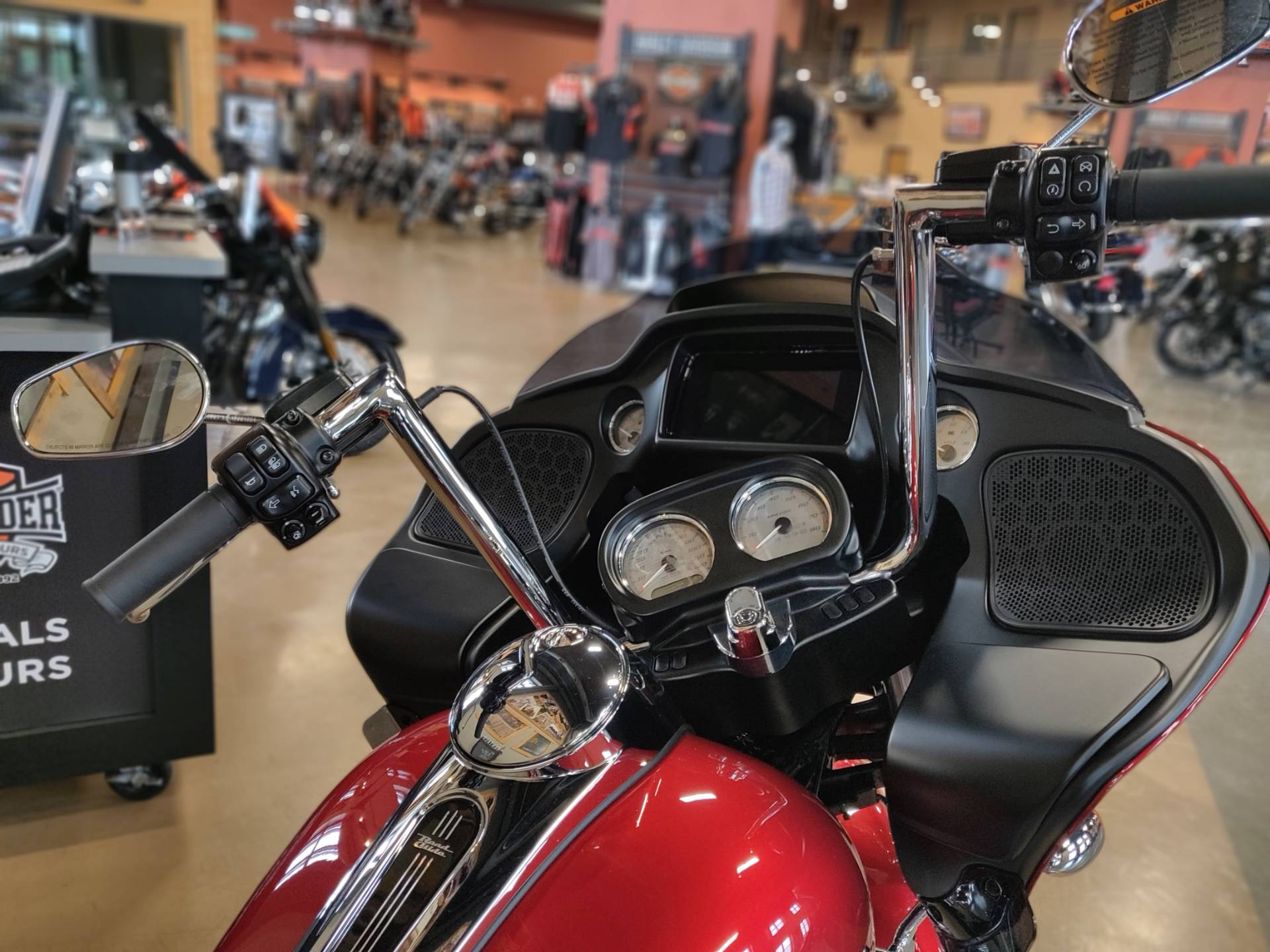 2019 Harley-Davidson Road Glide® in Faribault, Minnesota - Photo 3