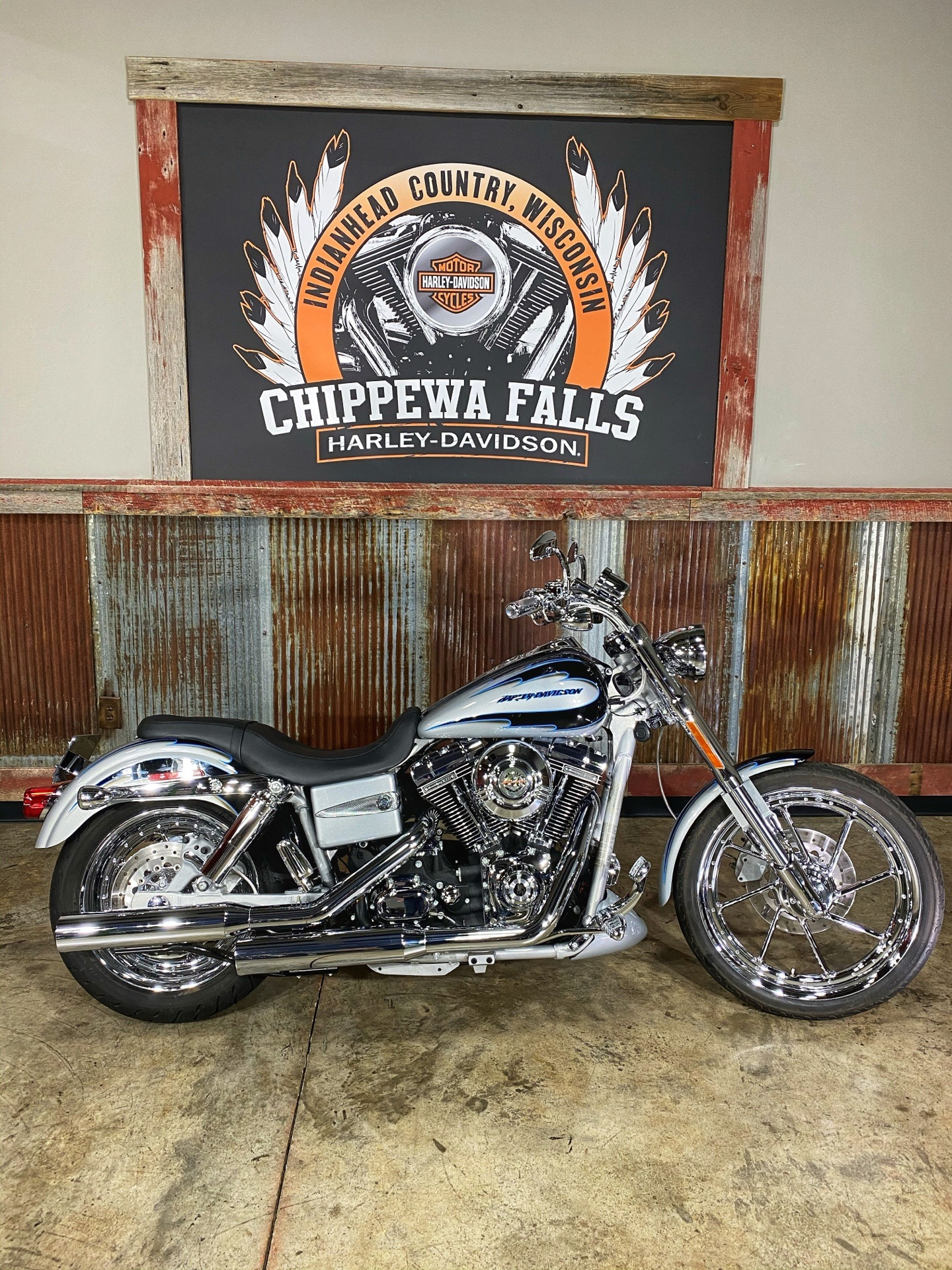 2007 Harley-Davidson FXDSE Screamin' Eagle® Dyna® in Chippewa Falls, Wisconsin - Photo 2
