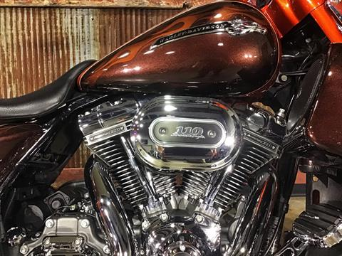 2012 Harley-Davidson CVO™ Street Glide® in Chippewa Falls, Wisconsin - Photo 6