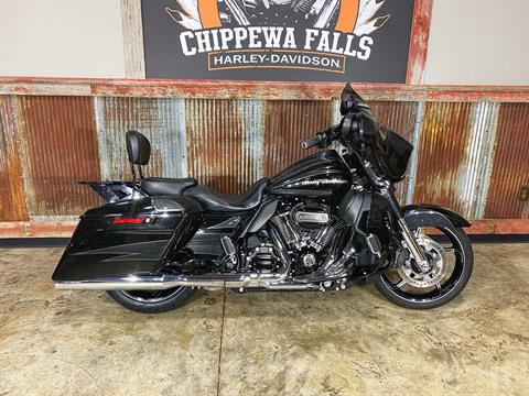 2017 Harley-Davidson CVO™ Street Glide® in Chippewa Falls, Wisconsin - Photo 1