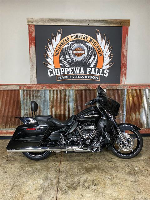 2017 Harley-Davidson CVO™ Street Glide® in Chippewa Falls, Wisconsin - Photo 2