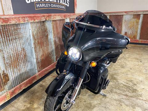 2017 Harley-Davidson CVO™ Street Glide® in Chippewa Falls, Wisconsin - Photo 26