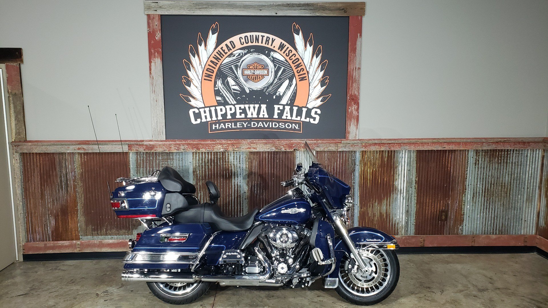 2013 Harley-Davidson Ultra Classic® Electra Glide® in Chippewa Falls, Wisconsin - Photo 2