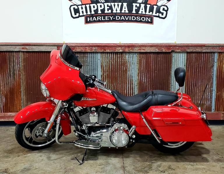 2010 Harley-Davidson Street Glide® in Chippewa Falls, Wisconsin - Photo 3