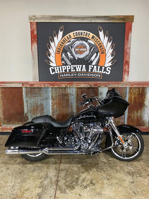 2015 Harley-Davidson Road Glide® in Chippewa Falls, Wisconsin - Photo 2