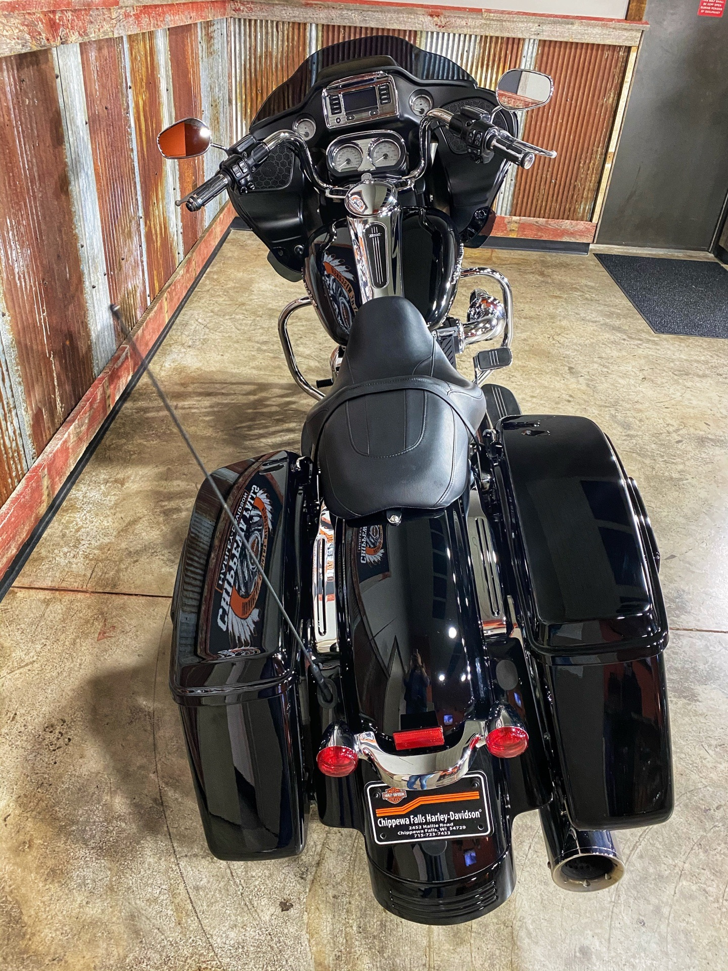 2015 Harley-Davidson Road Glide® in Chippewa Falls, Wisconsin - Photo 9