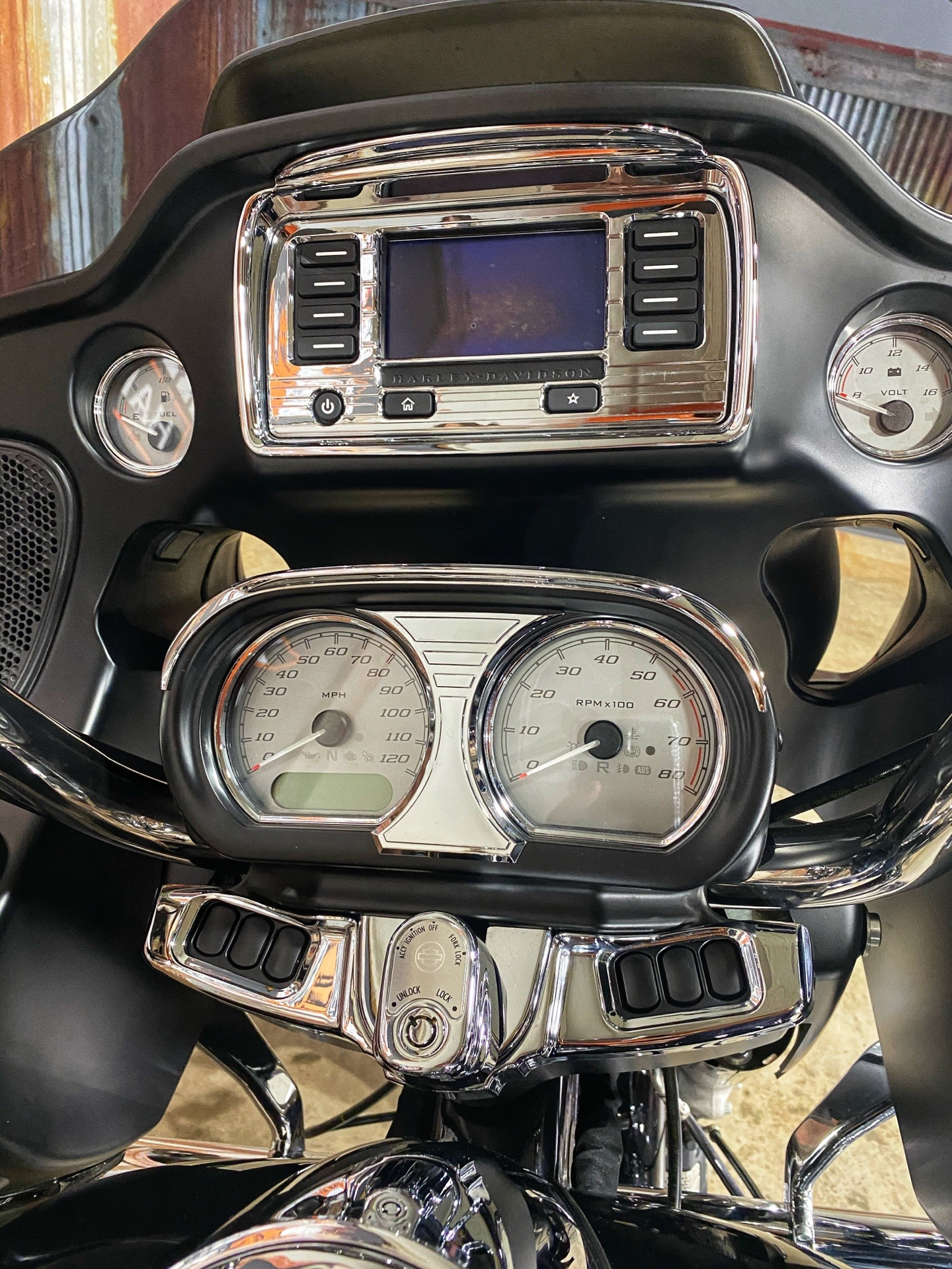 2015 Harley-Davidson Road Glide® in Chippewa Falls, Wisconsin - Photo 13
