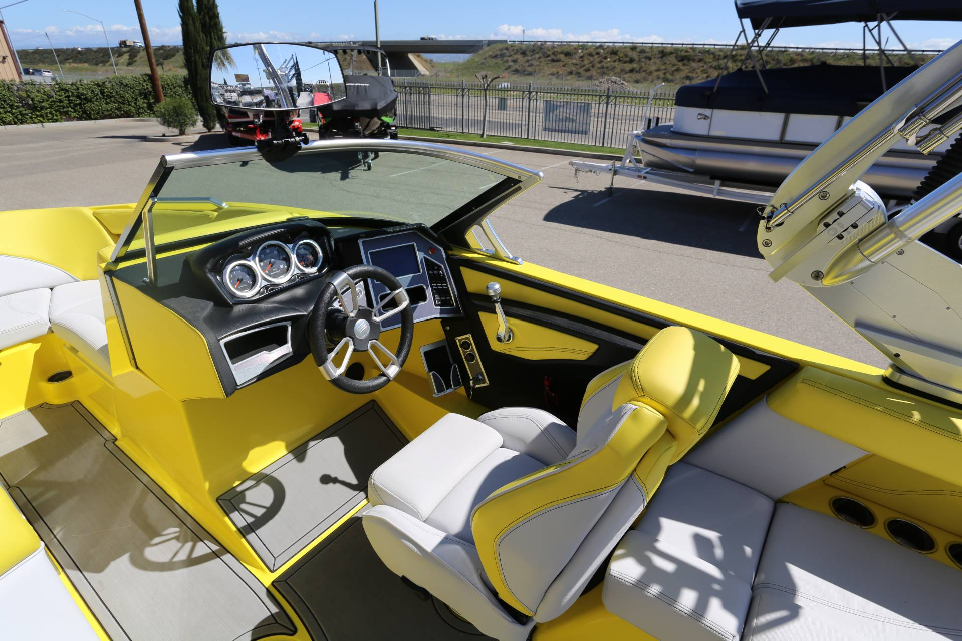 2020 Mastercraft XT22 in Madera, California - Photo 9