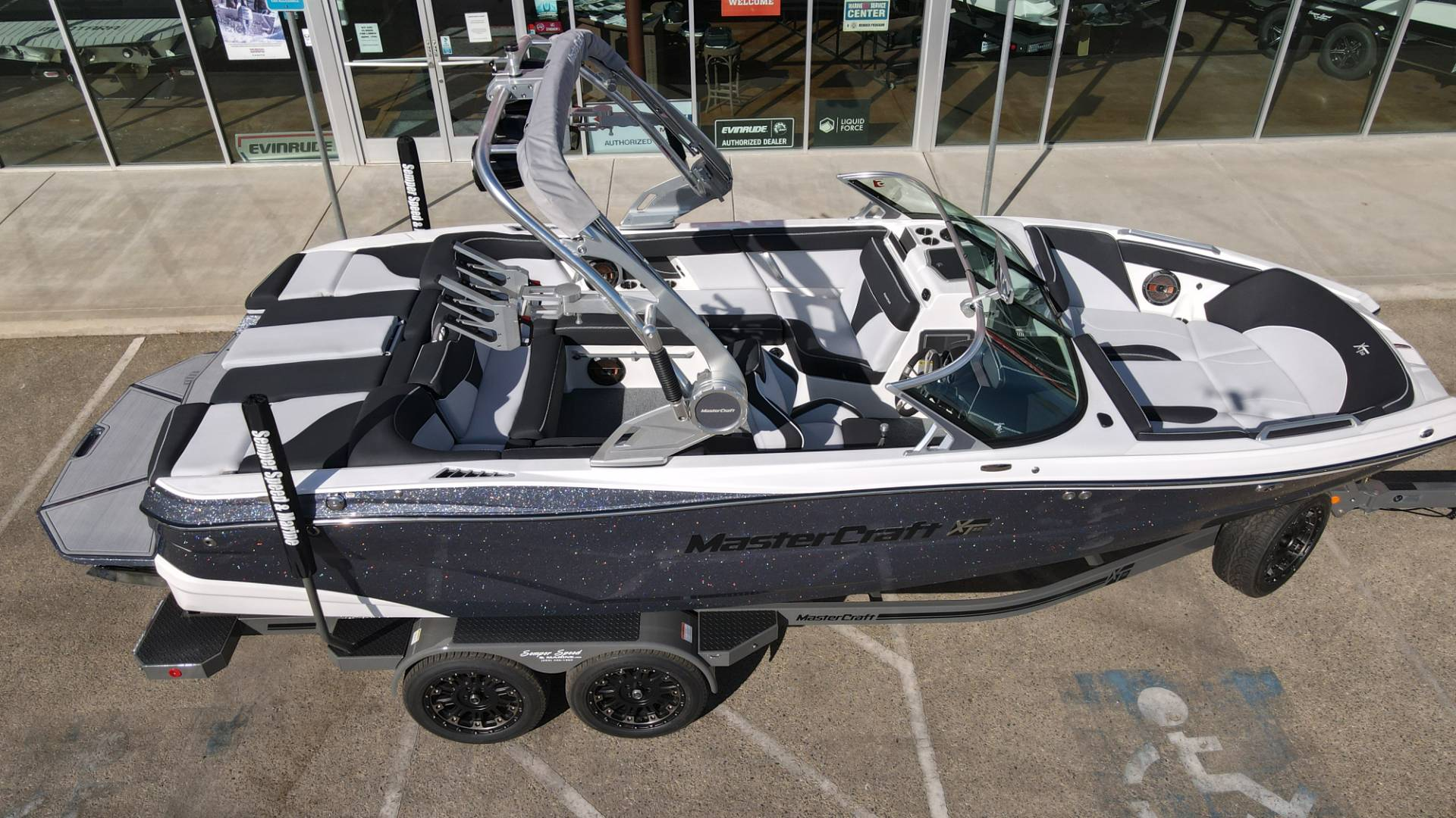 2021 Mastercraft XT22 in Madera, California - Photo 2