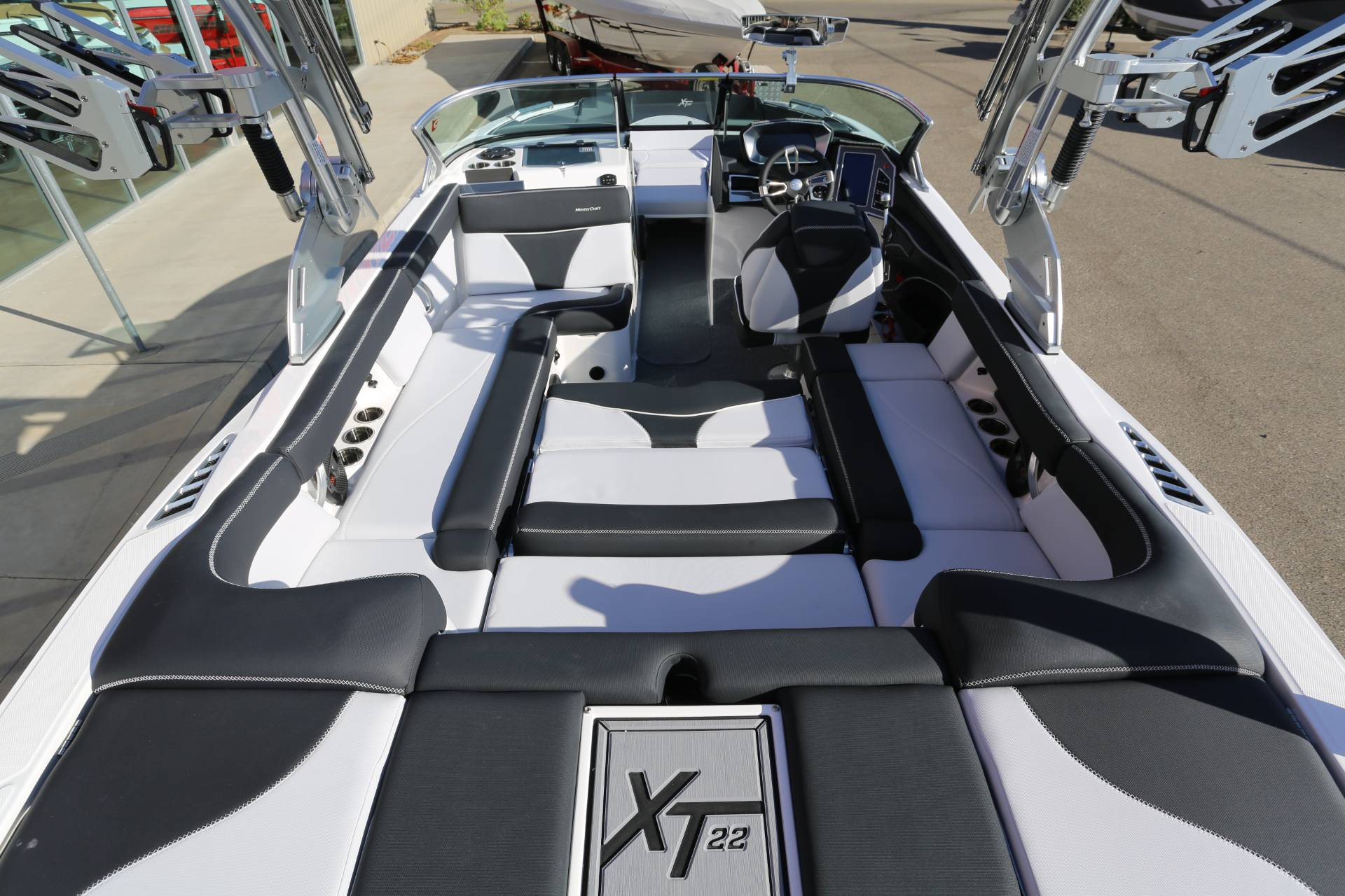 2021 Mastercraft XT22 in Madera, California - Photo 11