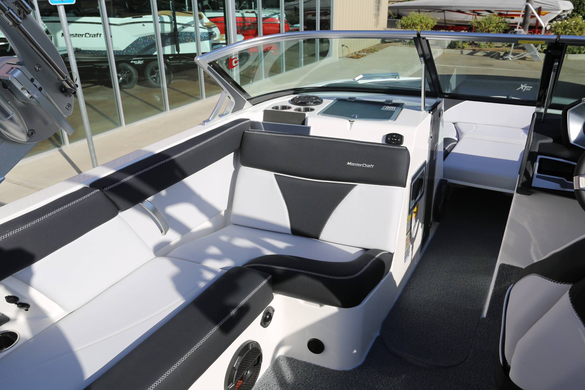 2021 Mastercraft XT22 in Madera, California - Photo 14