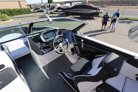 2021 Mastercraft XT22 in Madera, California - Photo 16