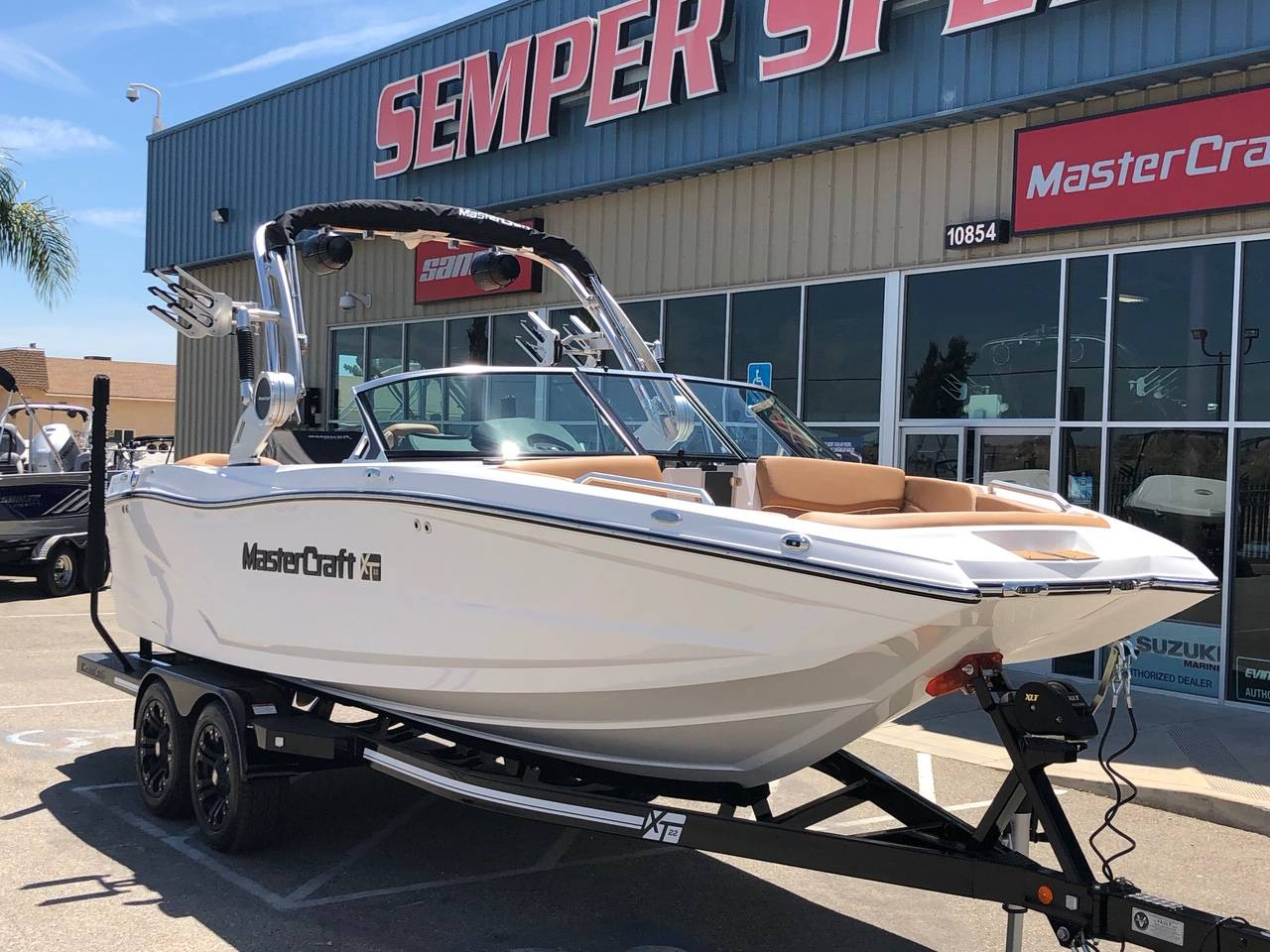 2019 Mastercraft XT22 in Madera, California - Photo 2