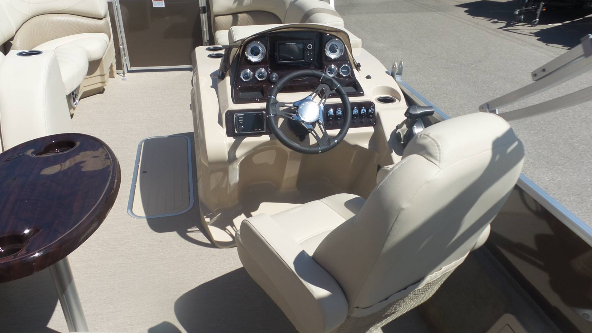 2018 Sylvan Mirage 8522 CNF in Madera, California