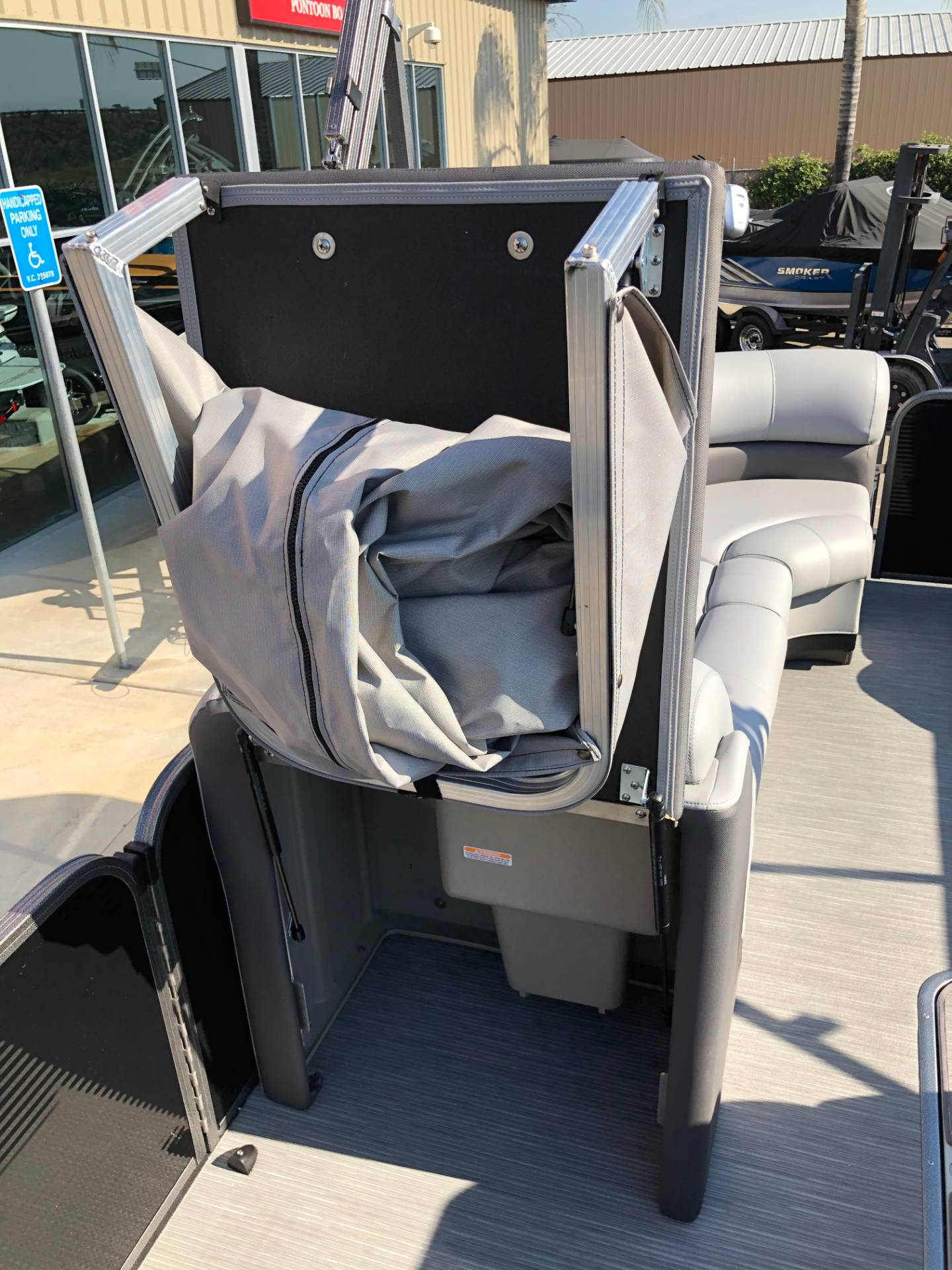 2019 Manitou 25 Oasis RF SHP in Madera, California - Photo 14