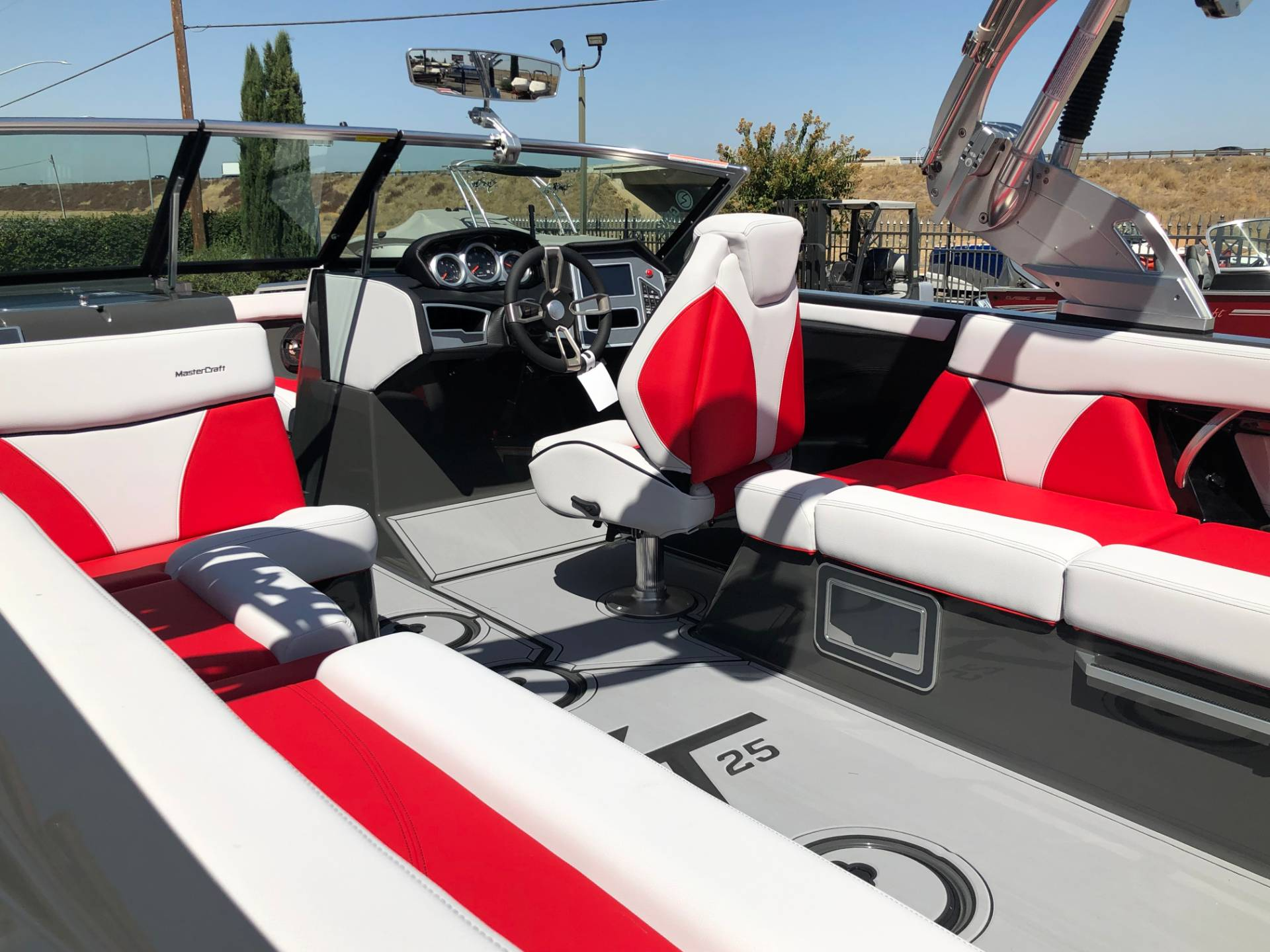 2020 Mastercraft XT25 in Madera, California - Photo 6