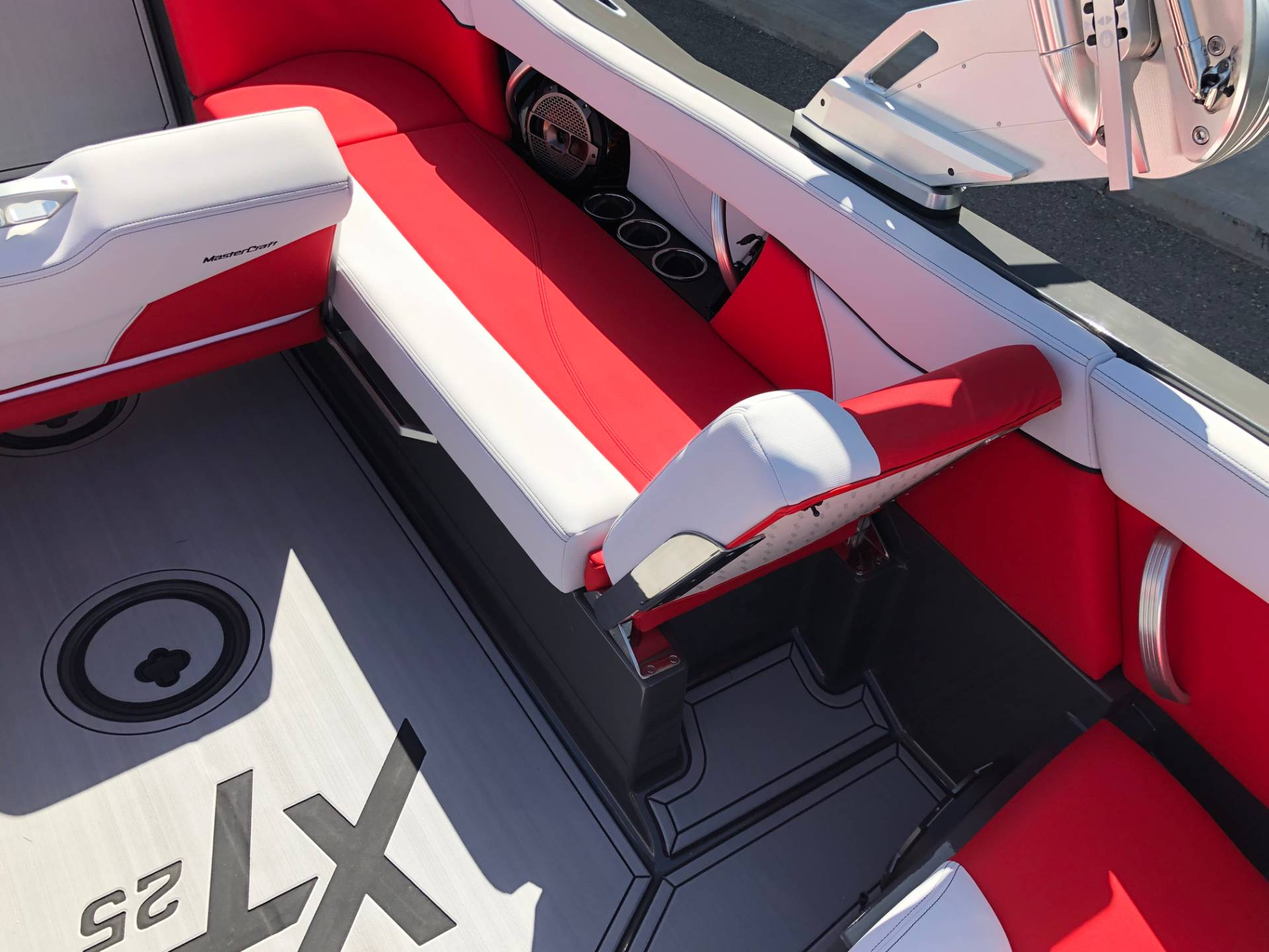 2020 Mastercraft XT25 in Madera, California - Photo 11