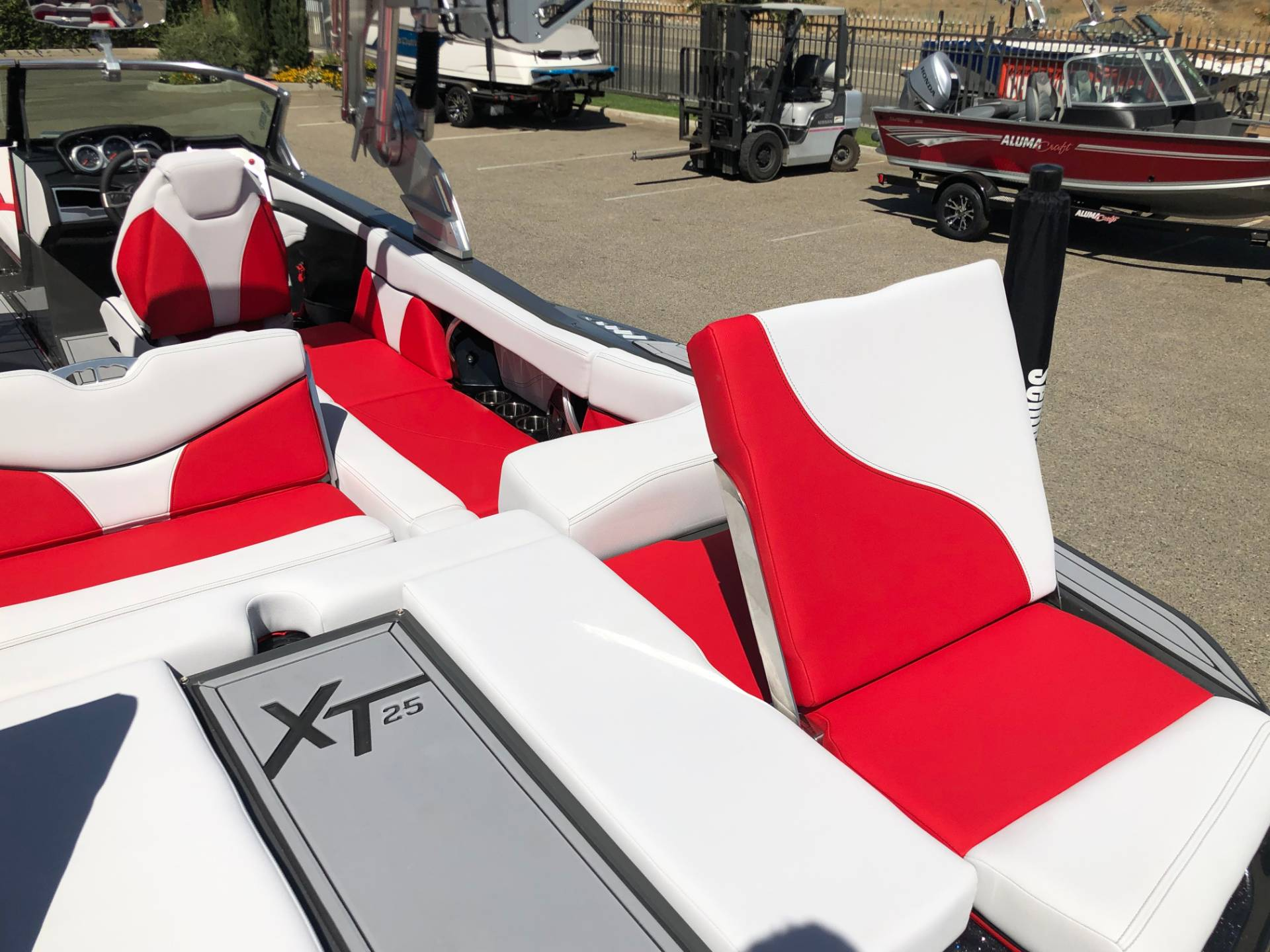 2020 Mastercraft XT25 in Madera, California - Photo 14