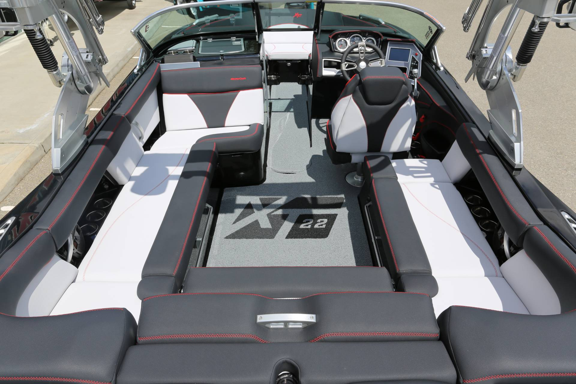 2020 Mastercraft XT22 in Madera, California - Photo 12