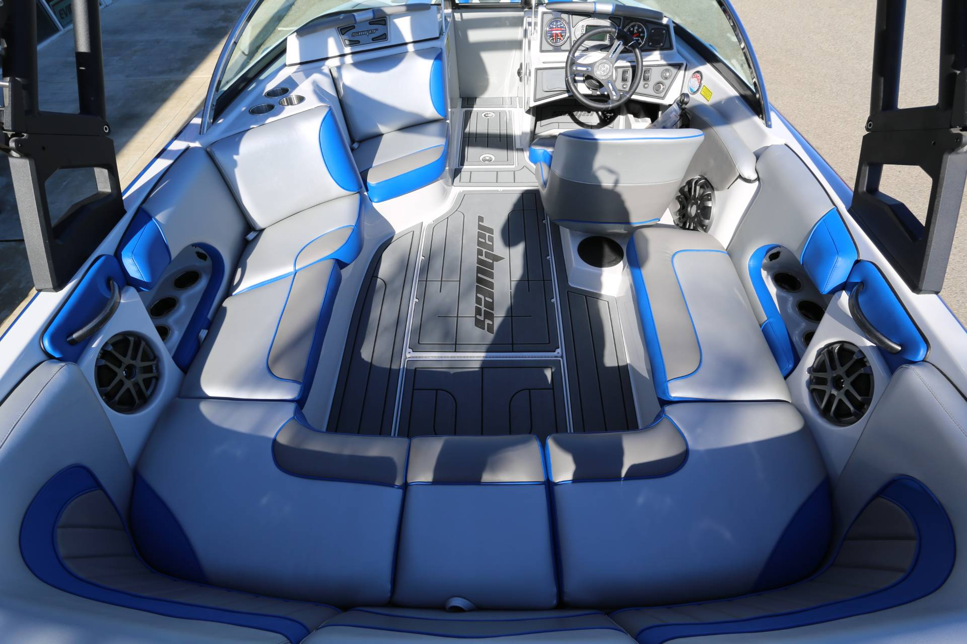 2021 Sanger Boats 212 SL in Madera, California - Photo 9