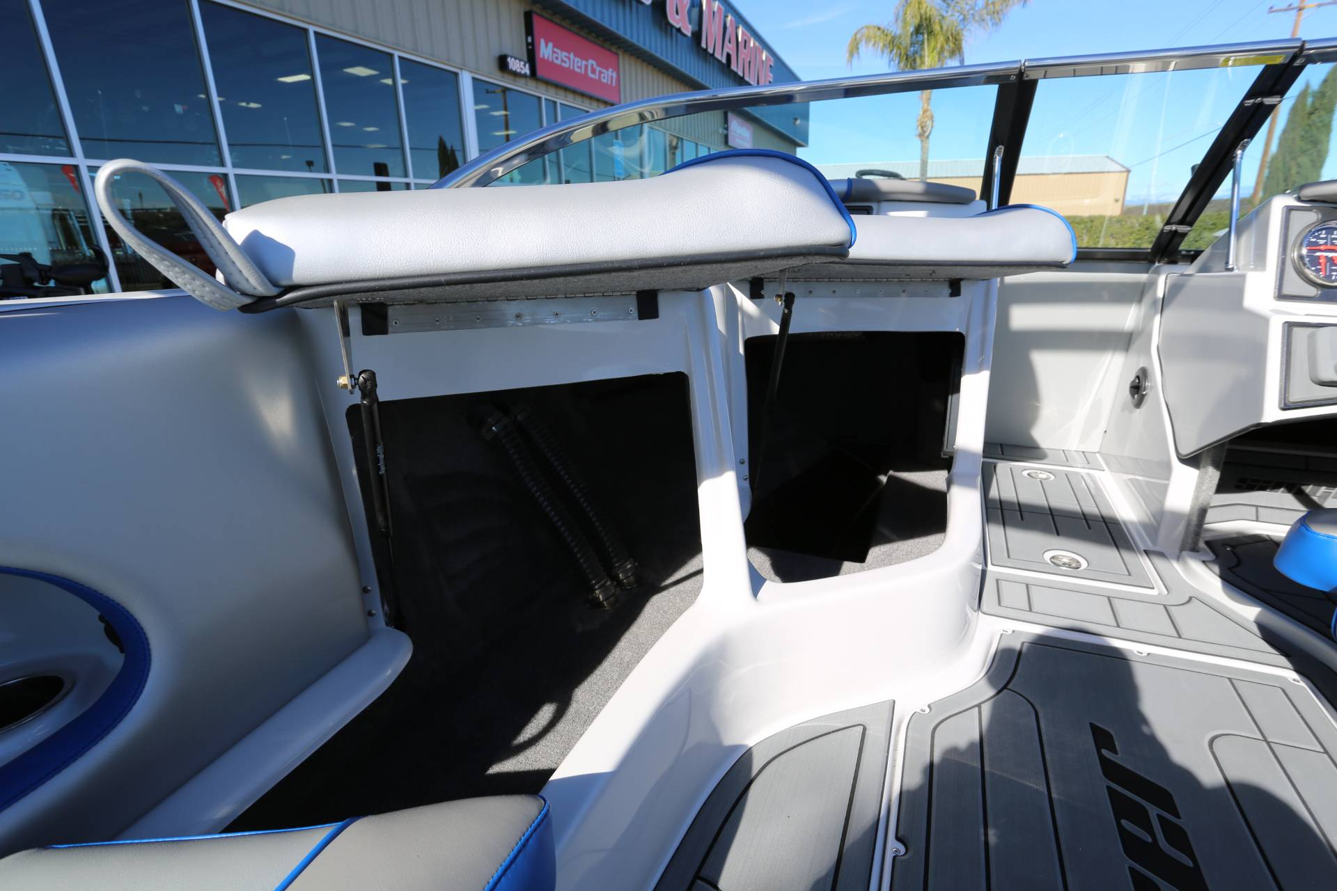 2021 Sanger Boats 212 SL in Madera, California - Photo 11