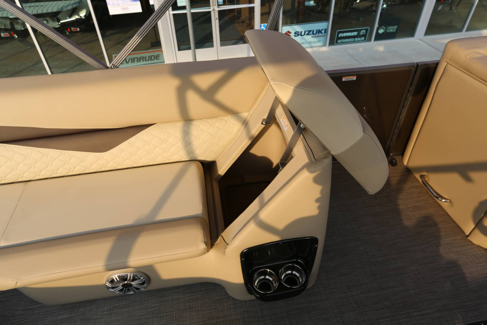 2021 Manitou 25 SES Bench in Madera, California - Photo 14