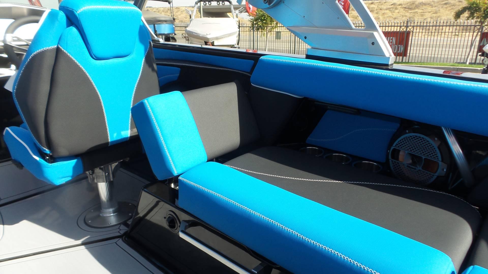 2019 Mastercraft XT22 Jet Stream Blue & Black Power Boats