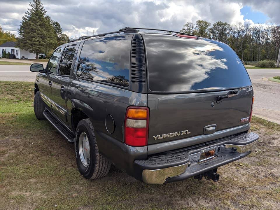 2002 GMC YUKON in Harrison, Michigan - Photo 4