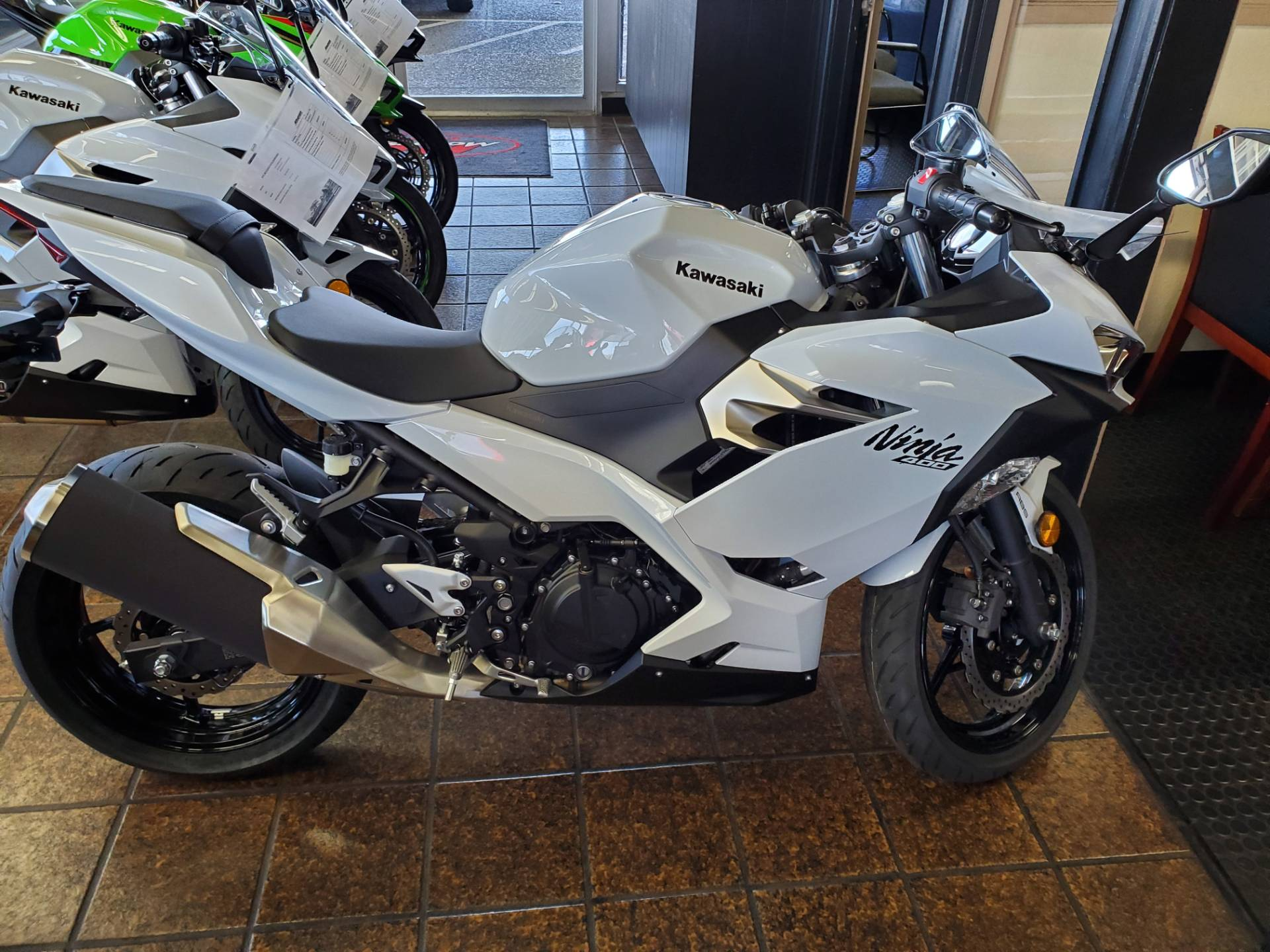 2020 Kawasaki Ninja 400 ABS in Sacramento, California - Photo 5