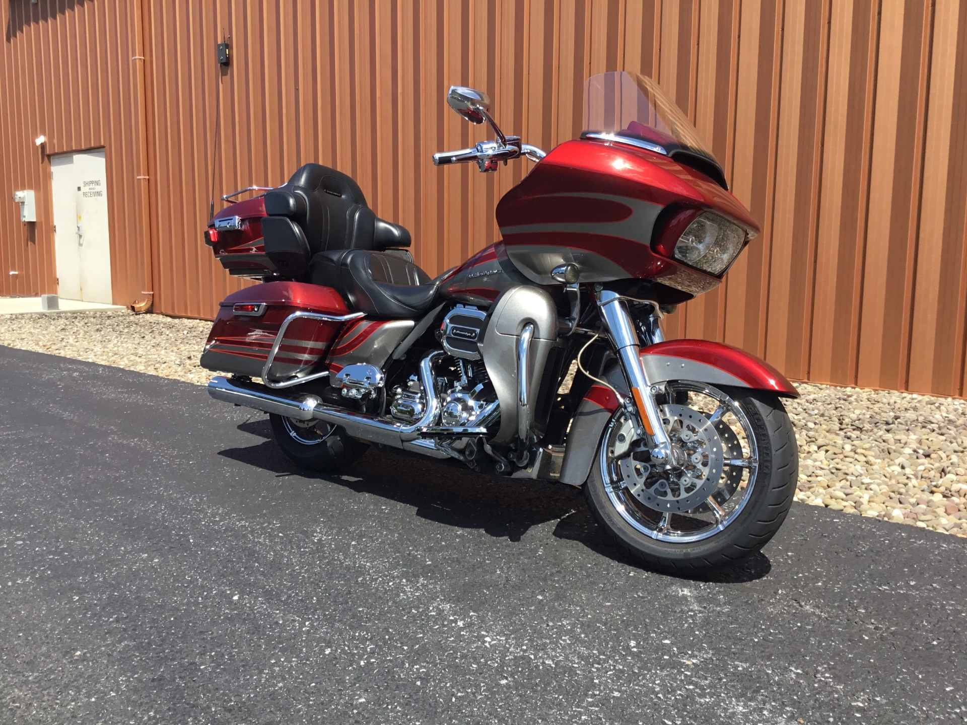 2016 Harley-Davidson CVO Road Glide Ultra in Harrisburg, Pennsylvania - Photo 2