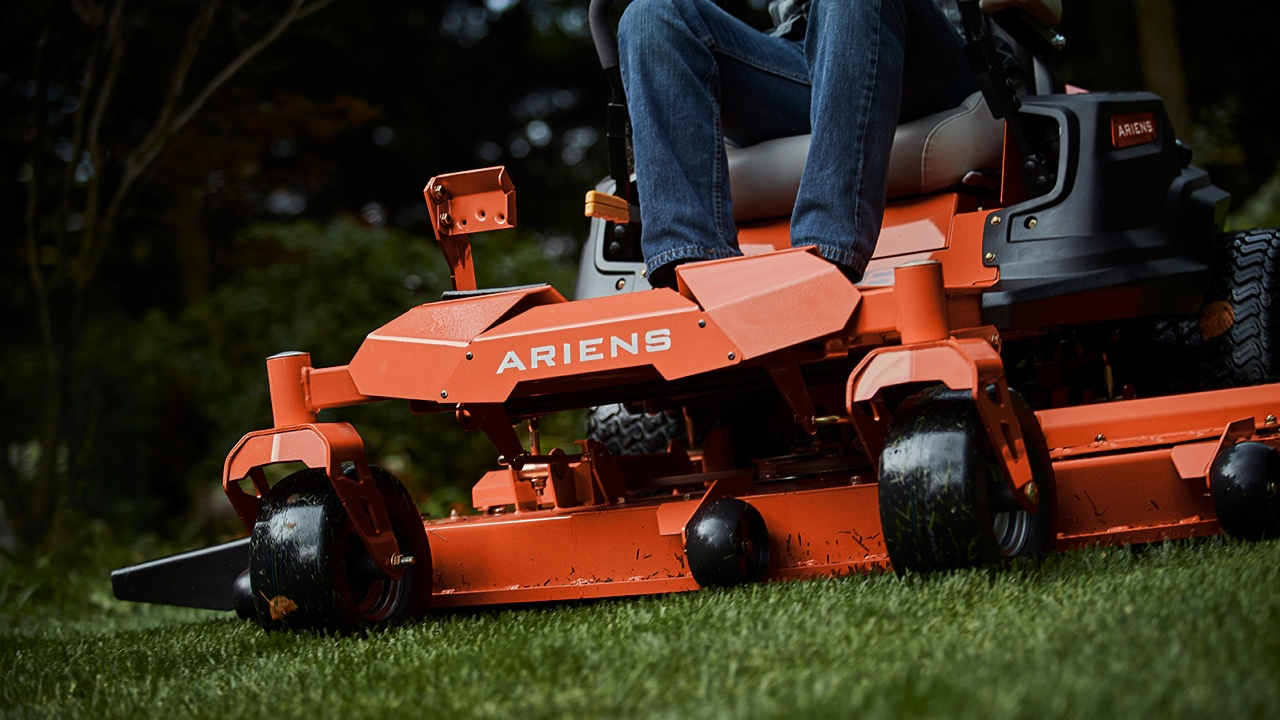 2017 Ariens Ikon XL 52 in Rushford, Minnesota