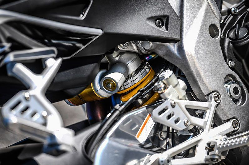 2018 Aprilia Tuono V4 1100 RR ABS in Orange, California - Photo 8