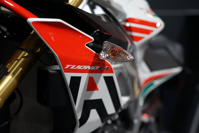 2020 Aprilia Tuono V4 1100 RR misano in Woodstock, Illinois - Photo 9