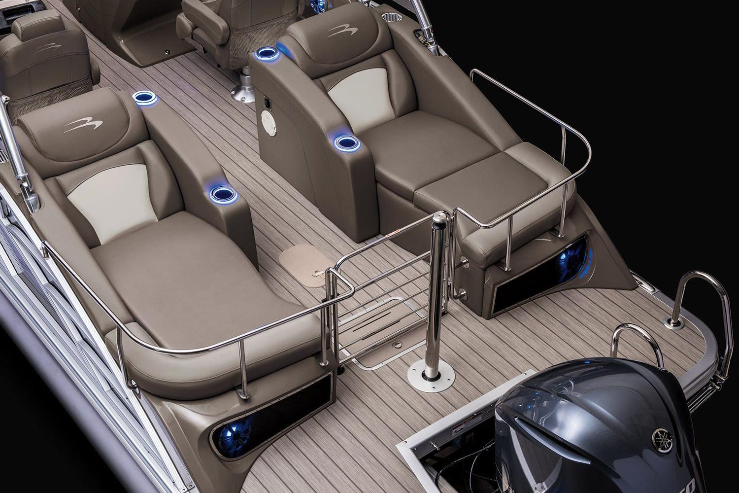 2019 Bennington R 23 Sportback Stern Lounge in Superior, Wisconsin - Photo 7
