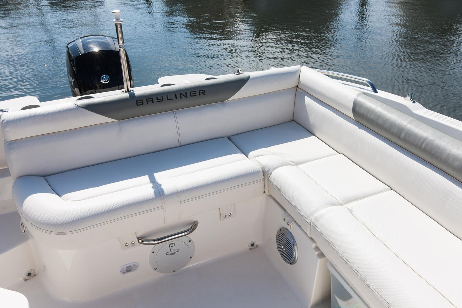 2018 Bayliner 210 Deck Boat in Amory, Mississippi - Photo 8