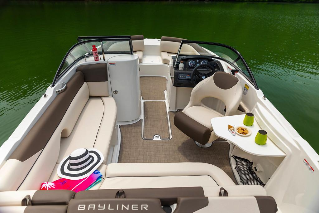 2019 Bayliner 215 Deck Boat in Young Harris, Georgia