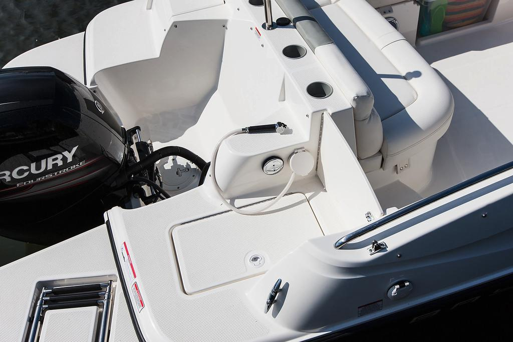 2019 Bayliner 210 Deck Boat in Amory, Mississippi - Photo 16