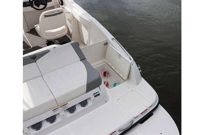 2020 Bayliner 215 Deck Boat in Lagrange, Georgia - Photo 15