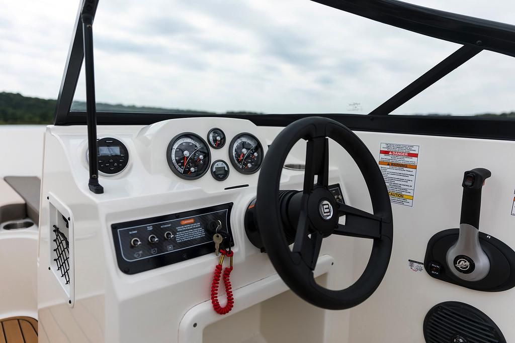 2020 Bayliner VR4 Bowrider OB in Kaukauna, Wisconsin - Photo 9