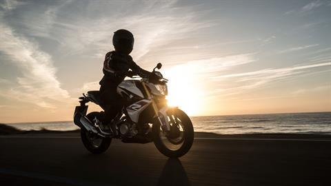 2018 BMW G 310 R in Miami, Florida - Photo 15