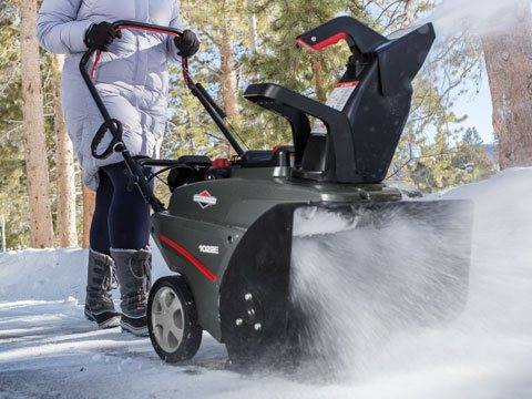 Briggs & Stratton Single-Stage Snowblower 1696715 in Okeechobee, Florida - Photo 7