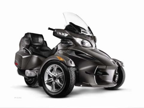 2011 Can-Am Spyder® RT-S SE5 in Louisville, Tennessee